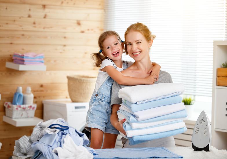 src=http://www.landkappliance.net/dreamstime xxl 98746822.jpg 4 kelebihan menggosok baju anak yang anda TAK PERNAH TAHU!